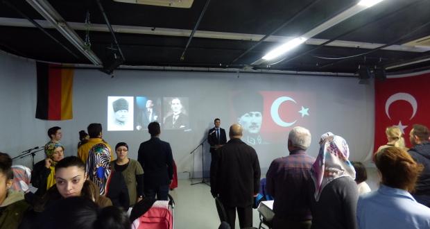 Ehrung von Atatürk